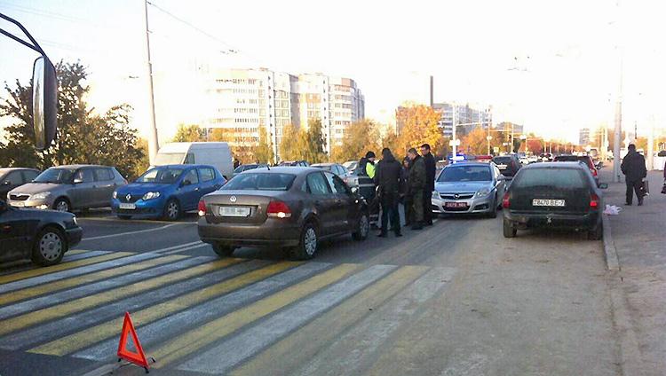 В Минске водитель отвлеклась от управления и сбила пешехода
