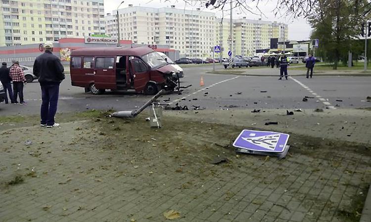 В Могилеве столкнулись маршрутное такси и Audi