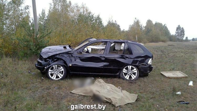 В Столинском районе опрокинулся BMW: водитель погиб
