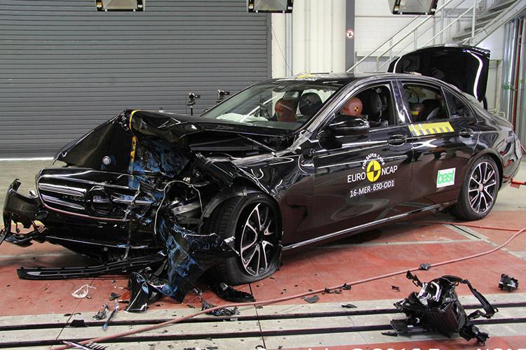 Mercedes-Benz E-класса и Peugeot 3008 выдержали краш-тесты на отлично