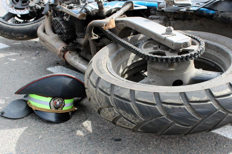 Мотоциклист, сбивший инспектора, вину не признал