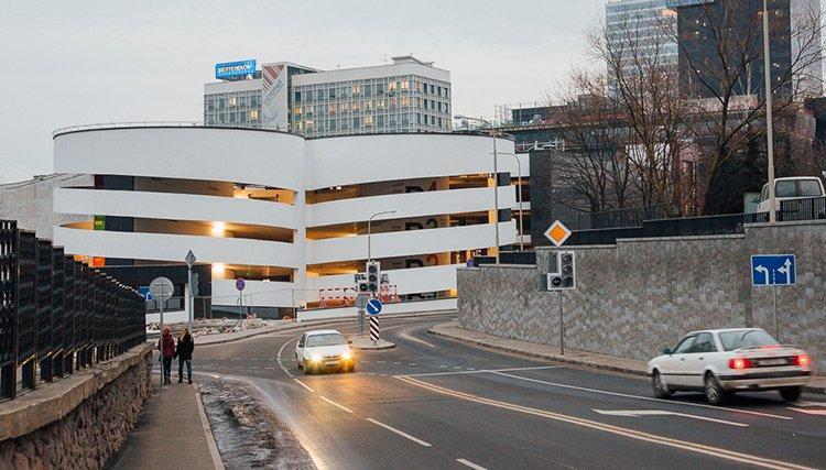 В центре Минска открылся «умный» паркинг с бесплатным въездом