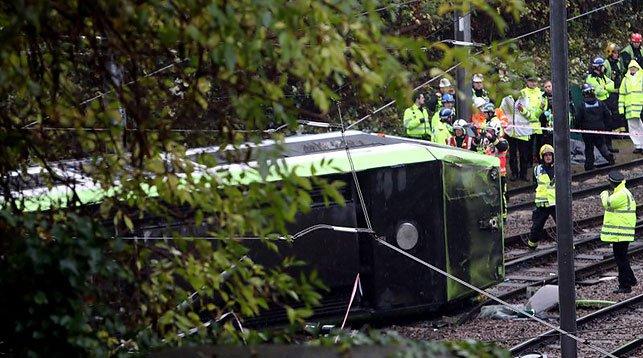 В Лондоне трамвай сошел с рельсов. Погибло 5 человек