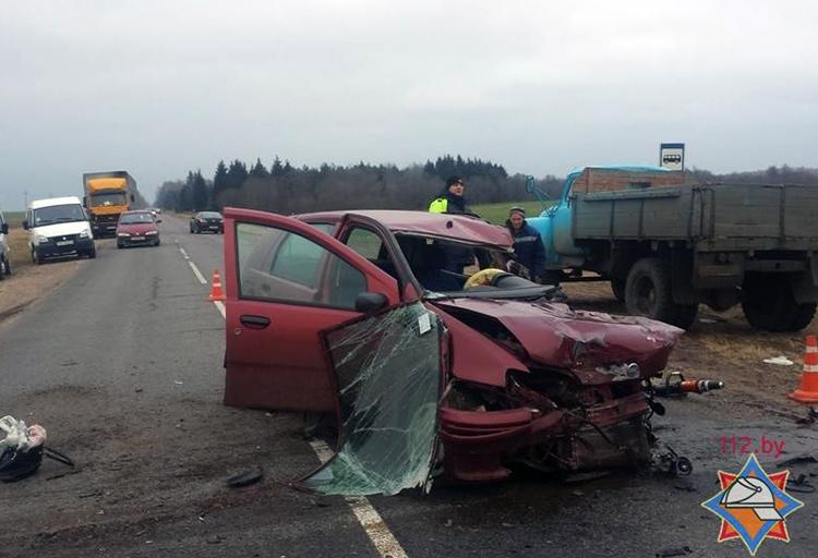 В Чашникском районе Fiat влетел под грузовой Mercedes
