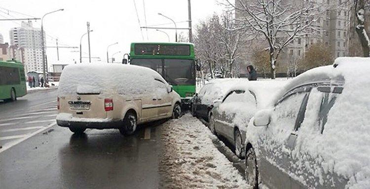 В Минске автобус выехал на встречную и протаранил 7 автомобилей