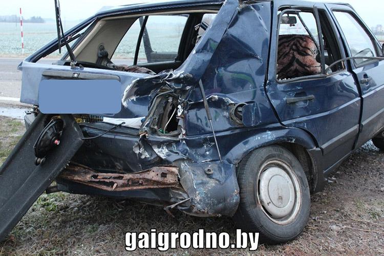 На трассе Минск - Гродно Volkswagen столкнулся с фурой