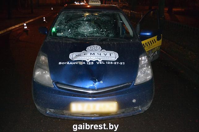 В Бресте автомобиль такси насмерть сбил пешехода