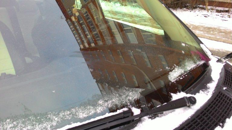 Замена лобового стекла зимой. Почему не стоит тянуть?