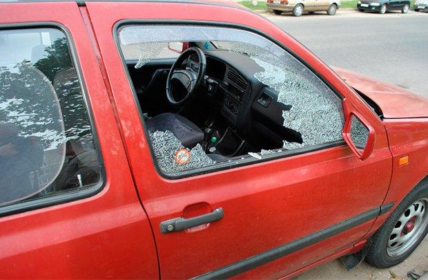 В Светлогорске злоумышленники повредили 5 автомобилей