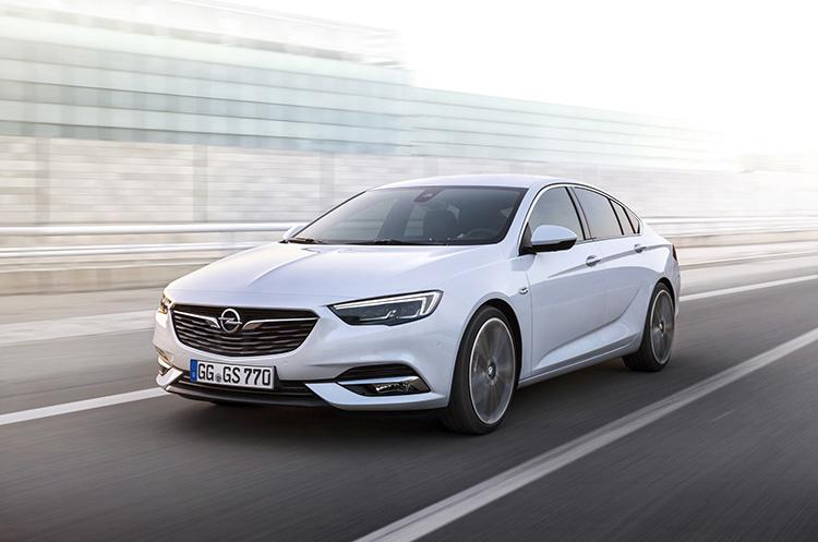 Новый Opel Insignia засветил матричными фарами
