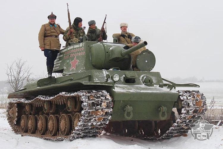 Лундгрен на «Линии Сталина» прокатился на танке КВ-1и на «Каймане»