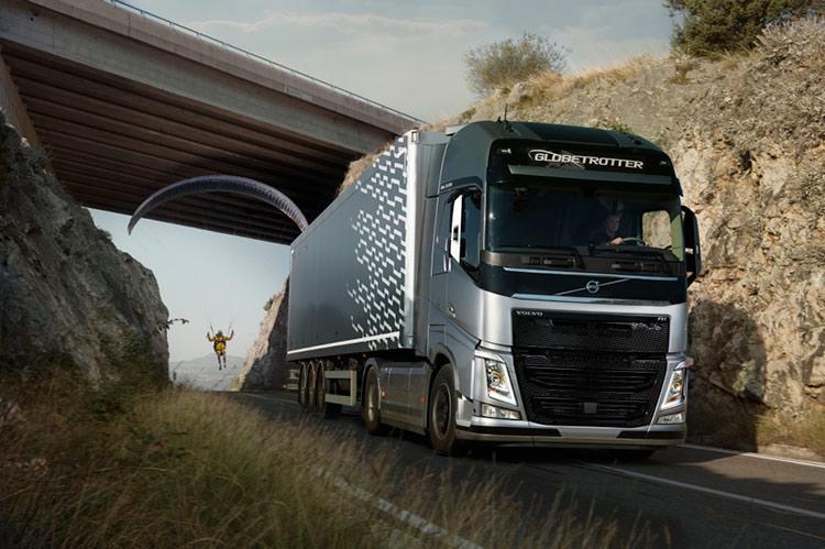 «Летающий пассажир» от Volvo Trucks: параплан на буксире