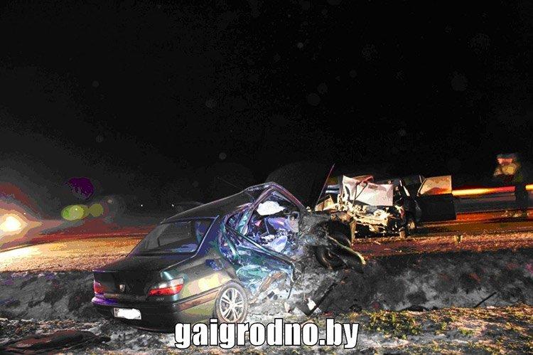 В Гродненской области столкнулись Peugeot и ВАЗ: пассажир погиб