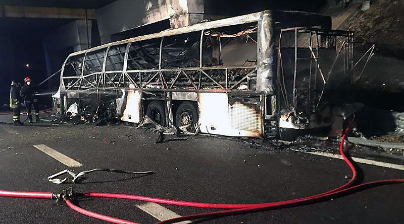 В Италии автобус врезался в столб и загорелся: погибло 16 детей