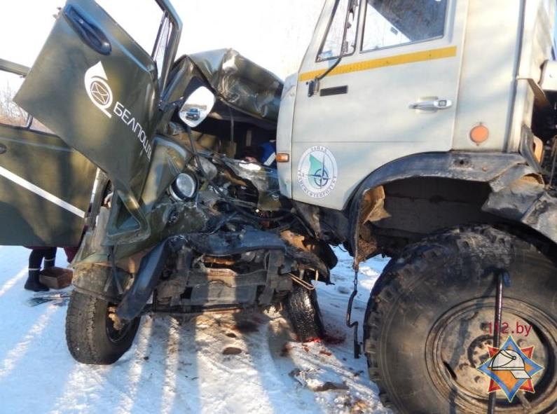 В Витебской области лоб в лоб столкнулись КАМАЗ и УАЗ