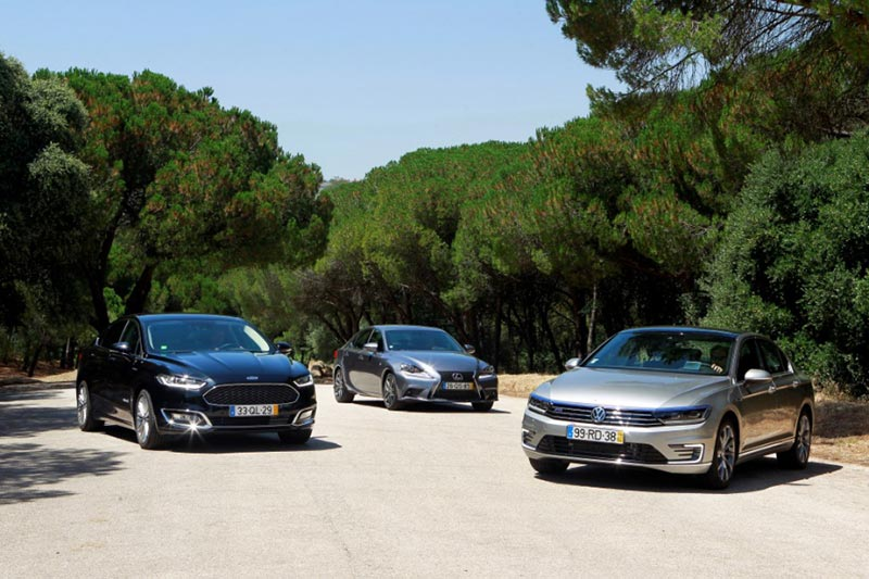 Ford Mondeo HEV, Lexus IS300h и Volkswagen Passat GTE