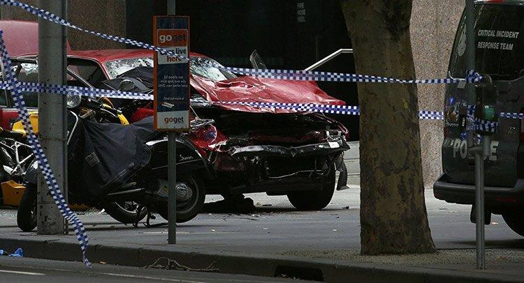 В Мельбурне автомобиль въехал в толпу пешеходов: есть жертвы