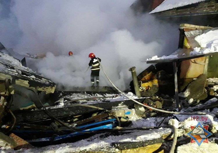 В Мачулищах взрывом были разрушены шесть гаражей