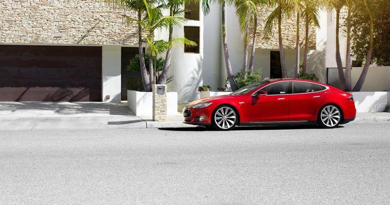 Расследование против Tesla закрыто: автопилот не виноват в ДТП