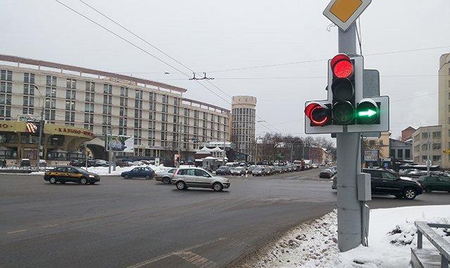 На перекрестке Богдановича – Машерова отменят левые повороты