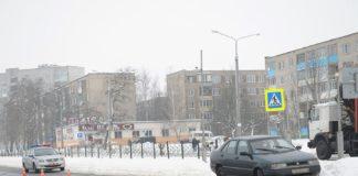 В Бобруйске автомобиль сбил молодую маму с коляской