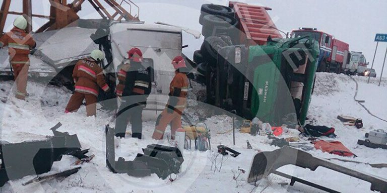 В Слуцком районе произошло лобовое столкновение грузовиков