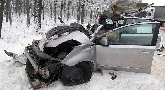 Под Рогачевом Nissan влетел под MAN: водитель погибла