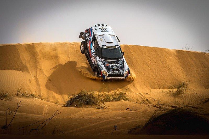 Пески Africa Eco Race принесли проблемы команде G-Energy Team