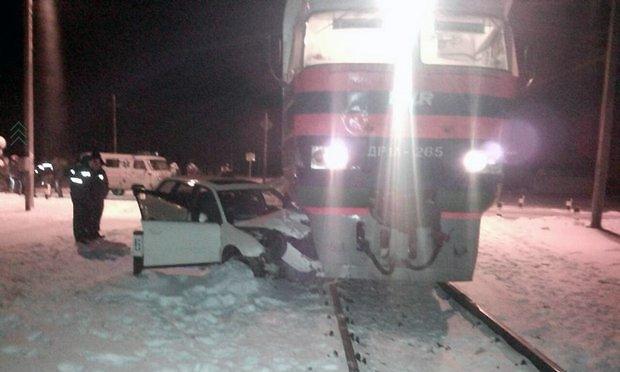 В Любани Audi въехал в поезд