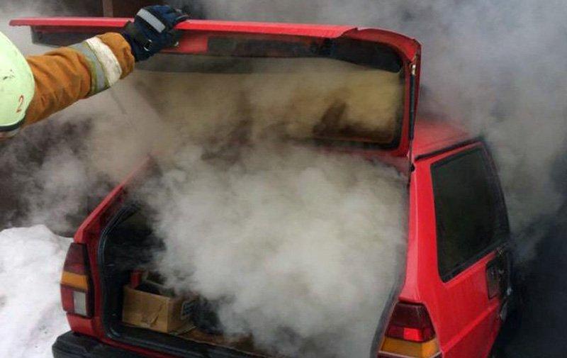 В столичном гараже сгорел Volkswagen