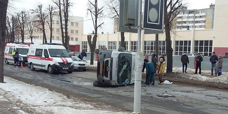 В Минске в результате ДТП перевернулась маршрутка с пассажирами