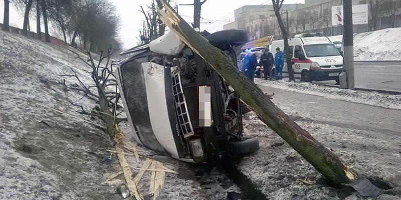 В Могилеве в результате ДТП перевернулась маршрутка