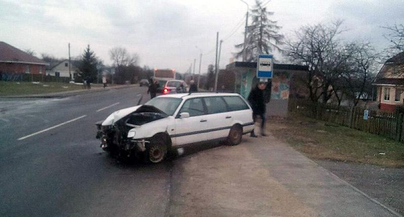 В Брестской области Volkswagen въехал в остановку