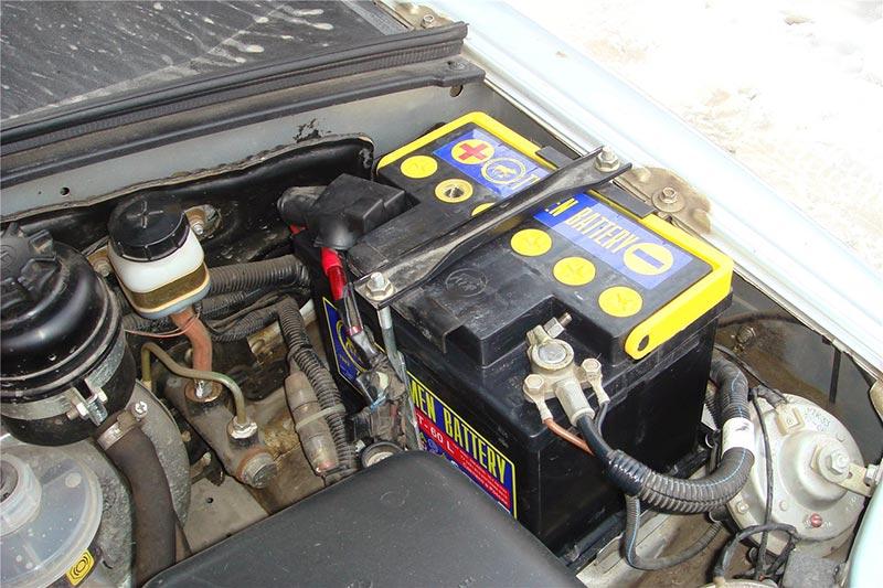В Дзержинском районе злоумышленники снимали аккумуляторы с грузовиков