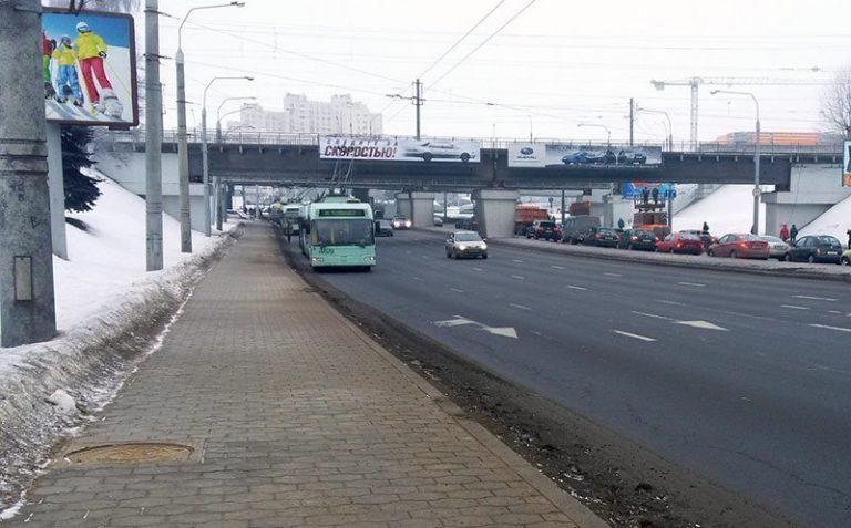 В Минске у грузовика во время движения поднялся кузов