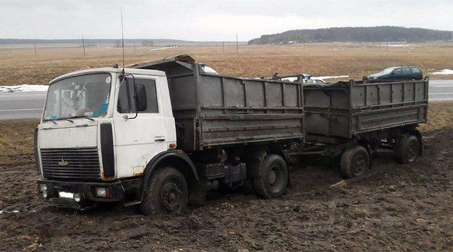 Мужчина умер за рулем грузовика на трассе Минск - Гродно