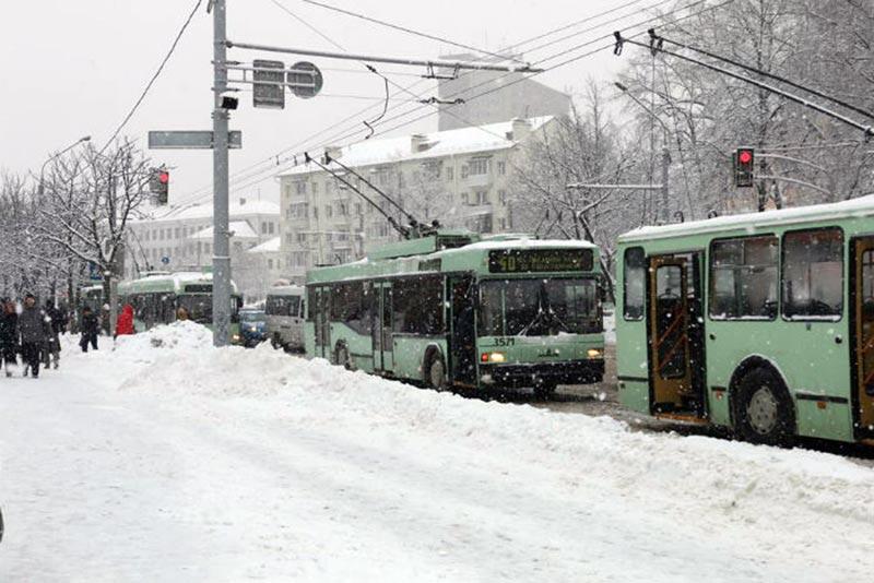 В Минске автобус протаранил троллейбус
