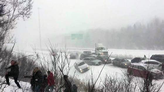 Массовое ДТП произошло в Квебеке из-за снегопада