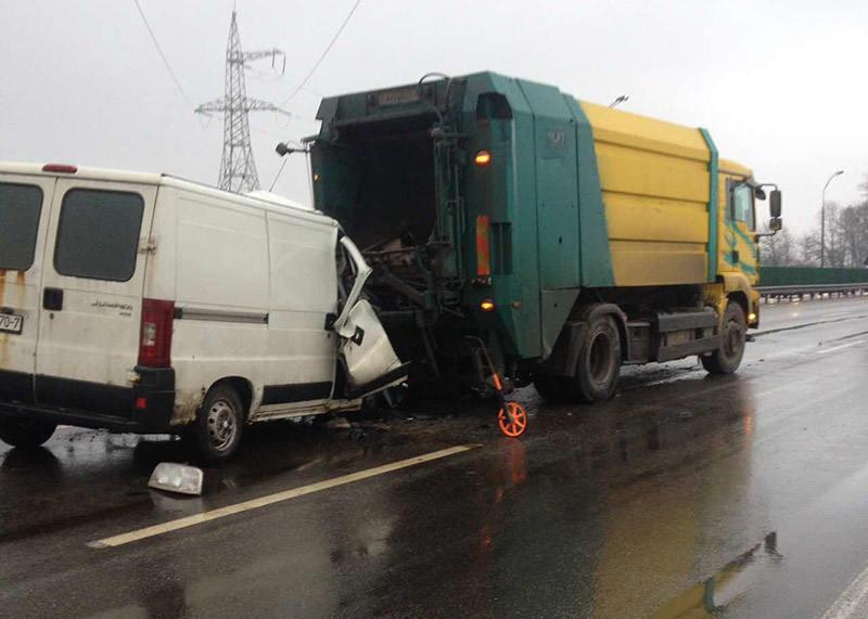 На МКАД в районе Курасовщины произошло серьезное ДТП