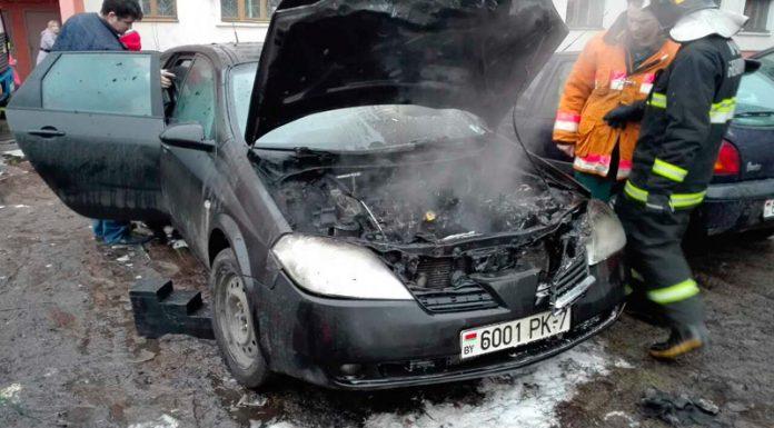 В Минске открытым пламенем горел автомобиль