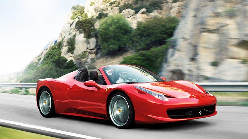 Владелец Ferrari получил компенсацию за некачественную дорогу