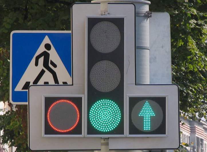 Руководителя предприятия обвиняют в получении взятки при закупке светофоров