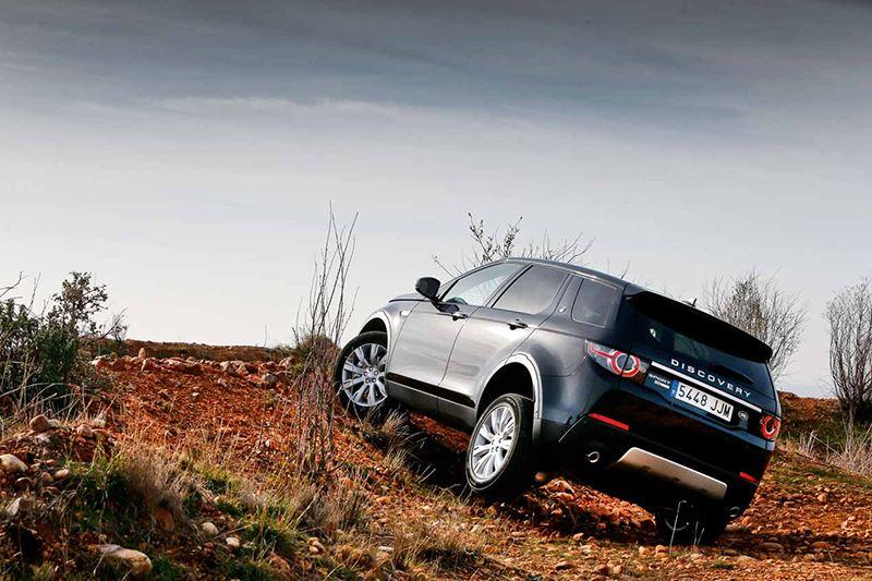 Jeep Cherokee и Land Rover Discovery Sport: охотники или жертвы?