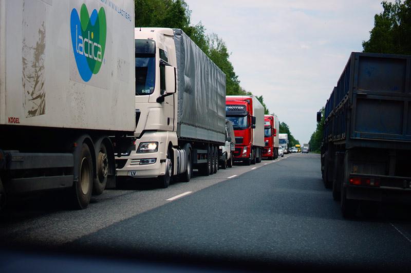 По дорогам Гродненской области временно ограничат движение большегрузов