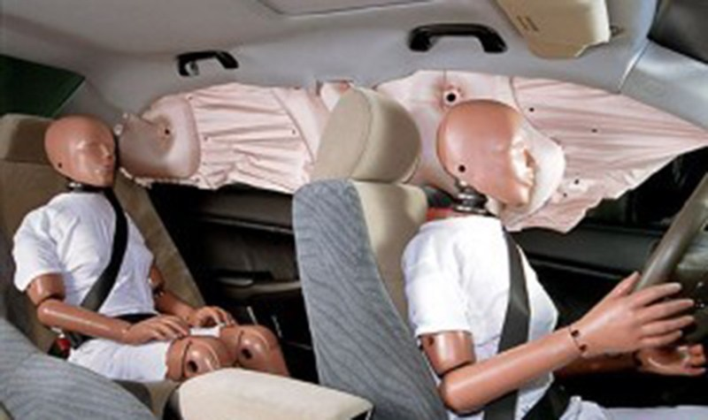 Компания Ford изобрела потолочную подушку безопасности