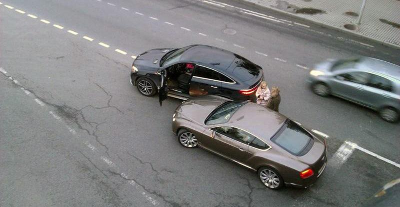 В Минске две женщины на элитных авто не поделили дорогу
