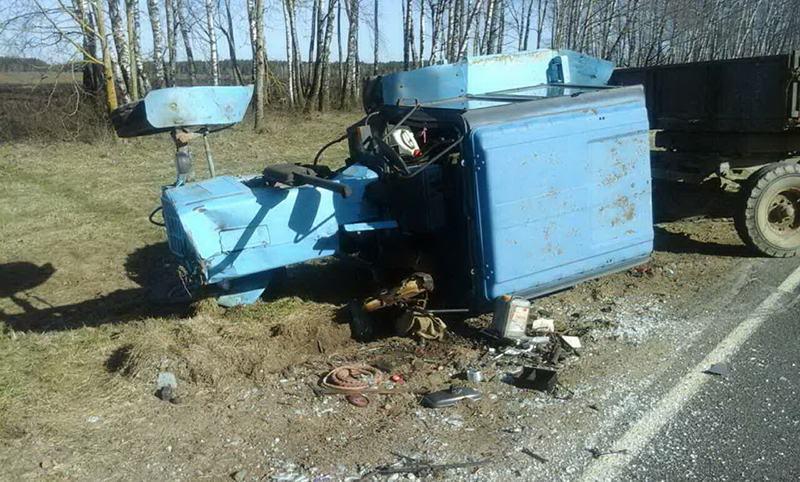 Трактор в кювете, водитель в больнице