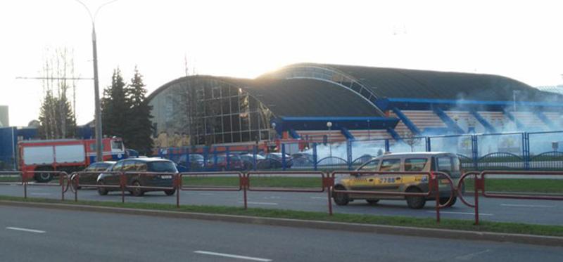 У Дворца тенниса в Минске горела иномарка