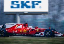 На старте очередного сезона Формулы-1 компания SKF продолжает укреплять 70 летнее сотрудничество со Scuderia Ferrari, предоставляя команде свои экспертные знания в области подшипников и компонентов, разрабатываемых по индивидуальным требованиям. Гётеборг, Швеция, апрель 2017 г. Приближается сезон 2017 г. в чемпионате Формула-1, и SKF снова находится в самом центре событий, продолжая укреплять многолетнее сотрудничество со Scuderia Ferrari. SKF поставит итальянскому автопроизводителю ассортимент специализированных изделий, а также поделится опытом их разработки и испытаний. «Техническое сотрудничество SKF и Scuderia Ferrari длится уже 70 лет, — сообщил Жан-Сильвен Мильоре, руководитель подразделения SKF по разработкам для гоночного спорта. — Наши компоненты обладают неоспоримыми техническими преимуществами, начиная с низкого трения и компактной конструкции и заканчивая более высокой прочностью и увеличенным сроком службы». В рамках соглашения SKF будет поставлять все специализированные компоненты для шасси, в том числе ступичные подшипники и подшипники скольжения. Кроме того, компания поставит широкий ассортимент изделий для двигателя и коробки передач, включая цилиндрические и игольчатые роликоподшипники, радиальные и радиально-упорные шарикоподшипники, а также гибридные изделия. Подшипники SKF обладают исключительными эксплуатационными характеристиками: такие специальные материалы, как инструментальная и жаростойкая сталь, специальные покрытия и другие технологические особенности призваны обеспечить соответствие компонентов строгим стандартам Формулы-1. Некоторые материалы, включая керамику, специальные стали, смазочные материалы и покрытия, все еще находятся на этапе разработки в научно-исследовательском центре SKF. Также SKF предоставит в распоряжение Scuderia Ferrari испытательные центры для внесения усовершенствований в некоторые системы, например в систему мониторинга состояния. «SKF является партнером Ferrari с момента основания завода в Маранелло. На протяже