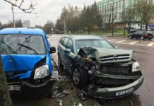В Минске столкнулись два автомобиля. Один из них автомобиль «Белпочты»